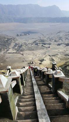 Dari atas kawah Gunung Bromo..Jawa Timur