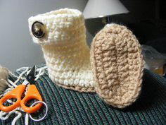 Crochet Baby Ugg-like Boots and other patterns too.  Free Ravelry DL!