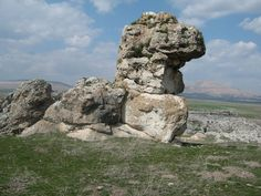 Ancient Aliens, Ancient History, Nephilim Giants, Amazing Nature Photos, Natural Structures, Mysterious Places, Rock Formations, Land Art, Natural Wonders