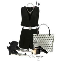 Love this whole outfit this purse is amazimg