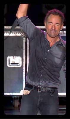 I want to be the hankie in his pocket lol @AnnetteDam1 @Dawnywiggle @PaulStamp1 pic.twitter.com/Bm2WZv055F