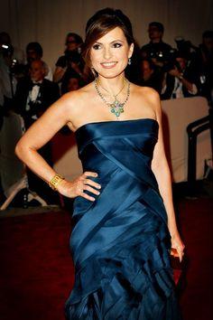 Mariska Hargitay. love that midnight blue!