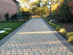 Boost Your Front Yard Landscape Architecture with a Cobblestone Driveway in Plainview, NY — Above All Masonry Driveway Apron, Block Paving Driveway, Cobblestone Driveway, Driveway Design, Indoor Garden, Outdoor Gardens, Driveway Materials, Contemporary Landscape, Front Yard Landscaping