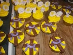 Easter cupcakes with kit-kat crosses