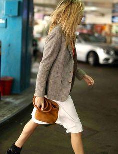 Rien de tel qu'un blazer à carreaux pour réchauffer avec style une tenue printanière ! (photo Camille Charrière)
