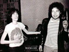 Paty Smith y Bob Dylan ...... Follow - > www.songssmiths.wordpress.com Like -> www.facebook.com/songssmithssongssmiths