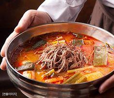 CJ Bibigo Korean beef market soup Korean Beef Soup, Japchae, Meat, Ethnic Recipes, Food, Essen, Meals, Yemek, Eten