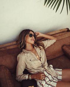 """64.1 k mentions J'aime, 570 commentaires - JULIE SARIÑANA (@sincerelyjules) sur Instagram : """"Beach chic. ☀️"""""""