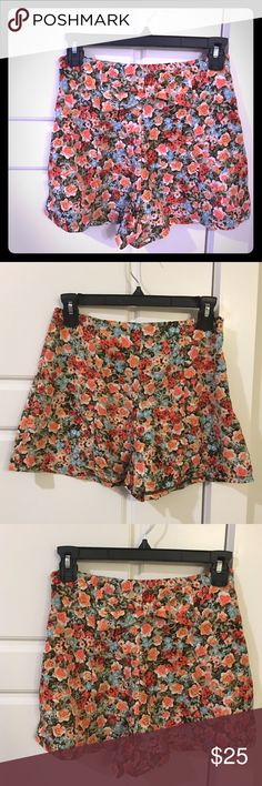 New floral print high waisted shorts New multi color floral high waisted shorts with side zipper and back Bowie detail. Size small. Monteau Shorts Skorts