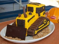 (Kit)-CAT Cake - 100 Kids Birthday Cake Ideas Tryg would think this is the best ever! Easy Kids Birthday Cakes, Truck Birthday Cakes, Birthday Ideas, 3rd Birthday, Birthday Kitty, Healthy Birthday, Birthday Design, Funny Birthday, Kit Cat Cake