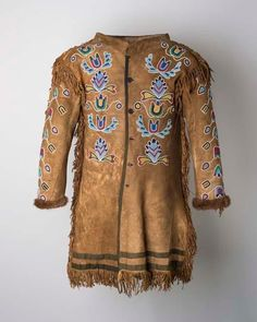 Cloth lining. Native American Images, Native American Clothing, Native American Crafts, Native American Indians, Male Clothing, Crow Indians, Tribal Costume, Beadwork Designs, Indian Man