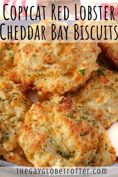 These copycat Red Lobster cheddar bay biscuits are one of my favourite dinner roll recipes! They're buttery, garlicky, cheesy, flaky, and ready in just 25 minutes! This side dish is perfect with just about any soup or stew recipe. We also love making thes Homemade Biscuits, Easy Biscuits, Buttery Biscuits, Homemade Breads, Easy Biscuit Recipes, Simple Biscuit Recipe, Recipes With Biscuits, Bisquick Recipes Biscuits, Recipes With Buttermilk