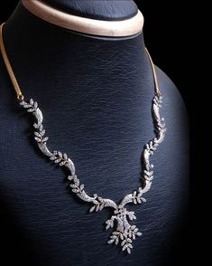 Gold and Diamond jewellery designs: Indian Simple and stylish Diamond Necklaces