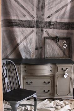 French Linen and Graphite sideboard I like this but would like it to be slightly more distressed or waxed with dark wax. Sideboard Furniture, Refinished Furniture, Furniture Repair, Hand Painted Furniture, French Furniture, Paint Furniture, Furniture Projects, Furniture Makeover, Dyi Chalk Paint