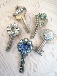 To Do: Create bejeweled keys as holiday ornaments and gift tag tie-ons or craft embelishments!  Great idea for those old keys we have laying around we all know go to something we havent had in 20+ years!  :)