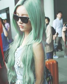 T-ara's Qri Happy St. Patrick's Day: 15 K-pop Idols with Green Hair Mint Green Hair, Mint Hair, Aqua Hair, Pastel Hair, Color Menta, Kpop Hair, Latest Hair Color, Hair Game, Soyeon
