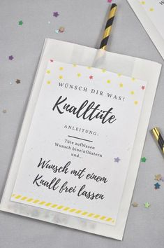 Knalltüte DIY-Idee für die Silvesterparty - little. Perfect DIY for the New Year's Eve party: the firecracker is easy and super fast. You can find the label for free on the Mason Jar Crafts, Mason Jar Diy, Diy Gifts For Christmas, Diy 2019, Diy Bags Purses, Ideias Diy, Diy Décoration, Diy Crafts, New Years Eve Party