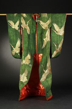 From Japan: Embroidered Green Silk Kabuki Theatre Kimono. Worked with gold thread to depict crane decoration. Traditioneller Kimono, Look Kimono, Kimono Japan, Green Kimono, Beach Kimono, Kimono Fabric, Traditional Kimono, Traditional Dresses, Japanese Outfits