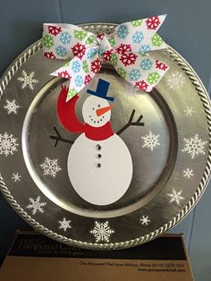 Charger plate Christmas Vinyl, Christmas Plates, Christmas Store, Christmas Crafts For Kids, Holiday Crafts, Charger Plate Crafts, Charger Plates, Plate Chargers, Diy Vinyl Projects
