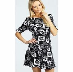 boohoo Rosa Cut Out Detail Floral Tea Dress - black Nineties revival reigns supreme with the spaghetti-strap slip dress stealing the what's hot top spot. Feminine, floaty fabrics and floral prints are our fave, with midi lengths a must-have. Go boho in http://www.comparestoreprices.co.uk/dresses/boohoo-rosa-cut-out-detail-floral-tea-dress--black.asp