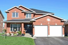 Looking for a gorgeous, move in ready family home in Belleville? Look no further! This beautifully interior designed home is for sale! Located at 24 Kipling Drive, Belleville, ON.