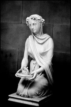 statue of a veiled vestal