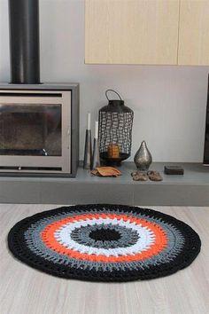 Crochet rug- I love these colors Crochet Carpet, Crochet Home, Crochet Yarn, Crochet Stitches, Crochet Patterns, Yarn Projects, Crochet Projects, Crochet Rings, Knit Rug