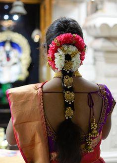 South indian bridal hair intimate malibu hindu temple wedding california th Bridal Hairstyle Indian Wedding, South Indian Bride Hairstyle, Bridal Hair Buns, Bridal Hairdo, Saree Hairstyles, Indian Wedding Hairstyles, Bride Hairstyles, Engagement Hairstyles, Engagement Makeup