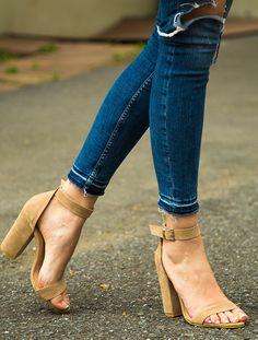 GÜNDELİK TOPUKLU Roselyn Bej Süet Kalın Topuklu Sandalet