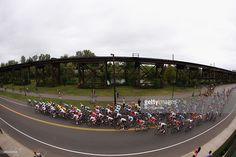 The peloton passes through the streets of Richmond during the Elite Men World Road Race Championship on day eight of the UCI Road World Championships on September 27, 2015 in Richmond, Virginia. #Richmond2015 #rm_112