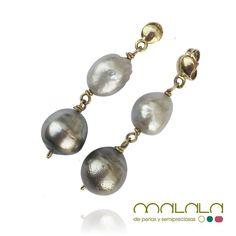 #pendientes de #perla gris y perla #Tahití montados en #oro amarillo  #earrings #pearl#custommade #accesories #diseñoExclusivo #elegancia #fashion #femenino #fino #gift #guapa #handmade #hautecouturejewelry #instafashion #jewel #joya #joyeria #joyeriadediseño #ladies #MadeinSpain #madrid #magia #MalalaDePerlas