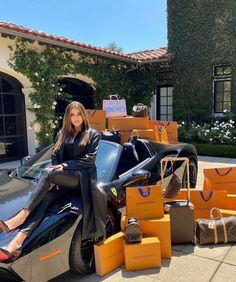Khloe Kardashian, Hollywood Model, Hollywood Actor, Pinterest Photography, Reality Shows, Accesorios Casual, Luxe Life, Luxury Bags, Kylie Jenner