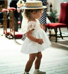 Chicest flower girl EVER? We just love her style! 😍 Shared by Fashion Kids, Baby Girl Fashion, Flower Girls, Flower Girl Dresses, Wedding With Kids, Wedding Ideas, Love Her Style, Dream Dress, Beautiful Bride