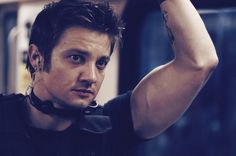 Jeremy Renner as Brian Gamble in S.W.A.T., 2003.  Those armssss...