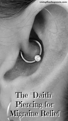 the Pain Away: Daith Piercing for Migraine Relief Can a super cool looking cartilage piercing cure migraine pain?Can a super cool looking cartilage piercing cure migraine pain? Piercing For Migraine Relief, Daith Piercing Migraine, Innenohr Piercing, Migraine Pain, Chronic Migraines, Cartilage Piercings, Peircings, Ear Piercing For Headaches, Piercing Ideas