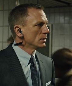 "Daniel Craig in ""Skyfall"" James Bond Suit, Bond Suits, James Bond Actors, James Bond Party, Actor James, James Bond Movies, Daniel Craig James Bond, Daniel Craig Skyfall, Craig Bond"