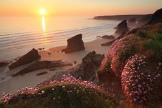 Beautiful sunset at Bedruthan Steps in Cornwall, England. Beautiful Sunset, Beautiful Beaches, Beautiful World, Great Places, Places To See, Places Around The World, Around The Worlds, Scenery Pictures, Random Pictures