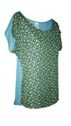 Blusa color verde con detalle de estampado floral al frente