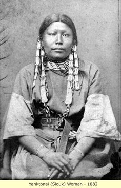 Portrait of a Native American Dakota Sioux woman - Native American Pictures, Native American Beauty, Native American Tribes, Native American History, American Indians, American Symbols, By Any Means Necessary, Native Indian, Indian Tribes