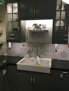 IKEA bodbyn kitchen with nikea style tiles Grey Kitchen Tiles, Kitchen Dinning, Grey Kitchens, Cool Kitchens, Kitchen Design, Ikea Bodbyn Kitchen, Redo Kitchen Cabinets, Kitchen Remodel, Shop Interior Design