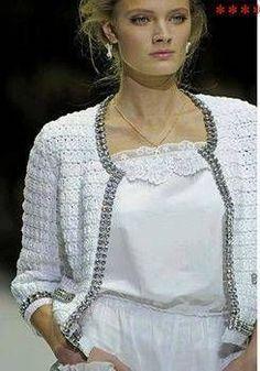 Crochet clothes 39547302963957541 - Crochet un gilet façon Coco Chanel – La Grenouille Tricote Source by catherinejonot Crochet Jacket Pattern, Gilet Crochet, Crochet Coat, Crochet Cardigan, Crochet Clothes, Crochet Stitches, Crochet Fabric, Crochet Dresses, Jackets