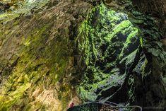 Im Inselinneren der Azoren-Insel Terceiras kann man die vulkanischen Ursprünge entdecken: Bei den Höhlen Grutas do Natal und den Furnas do Enxofre.