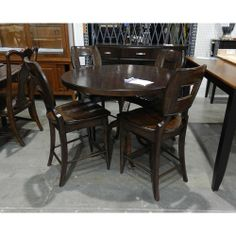 Belfort Select Karlin Round Single Pedestal Dining Table
