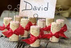 another cork project...I could TOTALLY do this if my one year old wouldn't keep stealing my corks! :)