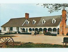 Evans Farm Inn in McLean, Virginia I miss you too. Another frequent dinner spot for my parents and me that now is closed and surrounded by upscale (excessive?) houses and townhouses. Old Pictures, Old Photos, Vintage Photos, Mclean Virginia, Fairfax County, Falls Church, Northern Virginia, Old Barns, Historical Sites