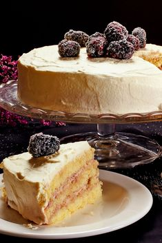 Blotkake, layered spongecake covered with drifts of whipped cream and fruit Food Cakes, Cupcake Cakes, Cupcakes, Norwegian Food, Norwegian Recipes, Norwegian Cake Recipe, Cake Recipes, Dessert Recipes, Scandinavian Food
