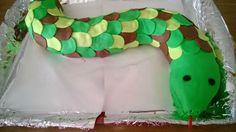 gâteau serpent avec de la pâte à sucre