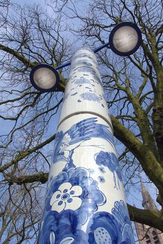 This wonderful lamp post is located at the St. Agathaplein in Delft, The delft blue pattern is hand painted.