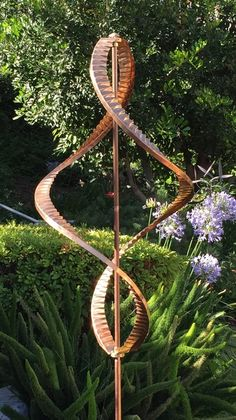 For sale is ONE Kinetic Wind Sculpture dual helix spinner. The entire wind sculpture including the pole and its fixture is made of pure copper with brass hardware. The only metal is the stainless steel ball bearings that are completely covered by brass Kinetic Wind Spinners, Garden Wind Spinners, Metal Tree Wall Art, Metal Art, Wind Sculptures, Garden Sculptures, Metal Garden Art, Kinetic Art, Pure Copper