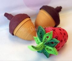 Miniatures, Paper Quilled Acorns and Strawberry - Quilling Ideas Arte Quilling, Quilling Work, Origami And Quilling, Quilled Paper Art, Paper Quilling Designs, Quilling Paper Craft, Quilling Flowers, Quilling Patterns, Paper Crafts
